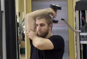 Едностранно трицепсово разгъване с дъмбел зад глава