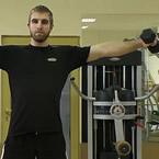 Недоразбрани упражнения: латерално раменно повдигане с дъмбели